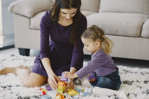 Cheerful  mom playing laughing with little kid daughter Free Photo
