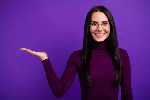 Cheerful positive cute pretty entrepreneur holding lecturer of empty space for students isolated vivid color wall Premium Photo