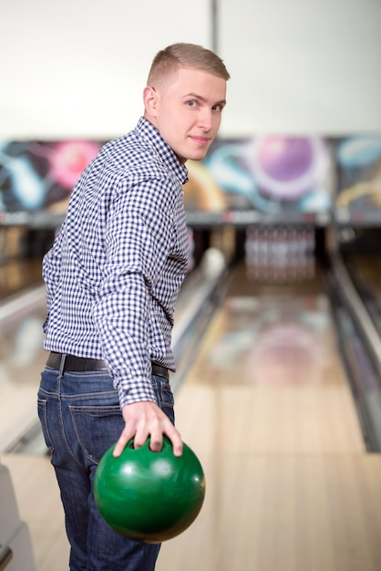 Cheerful young man playing bowling. Premium Photo