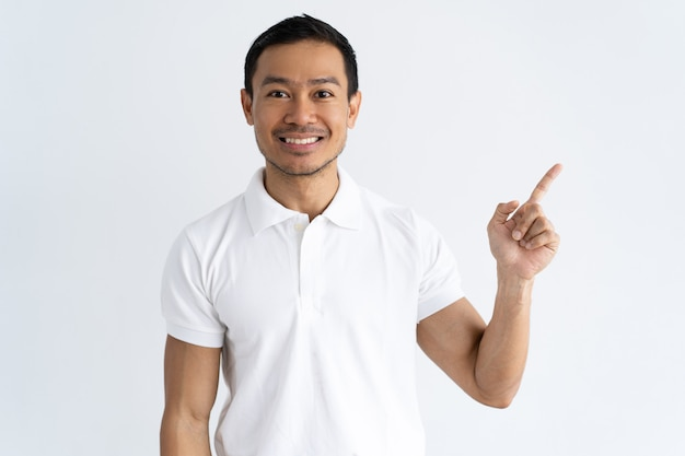 Cheerful young man sharing important news Free Photo