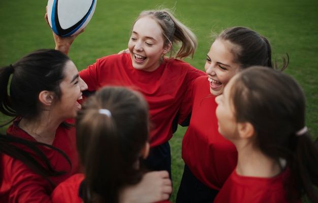 Cheerful young rugby players on the field Premium Photo
