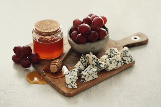 Сыр и виноград Бесплатные Фотографии
