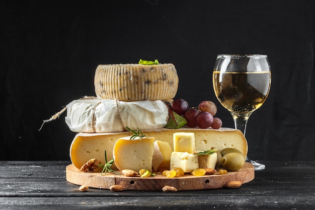 Cheese on the table Premium Photo