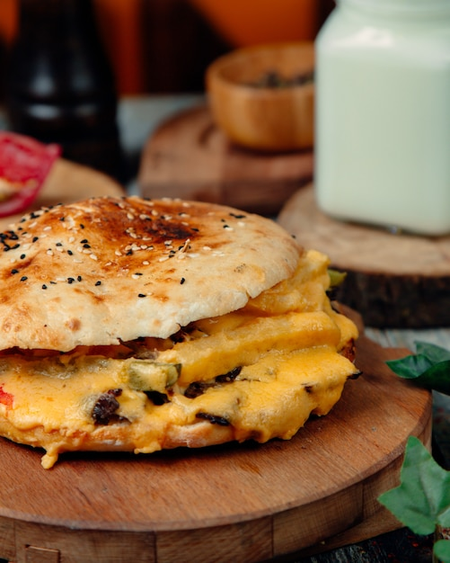 Cheeseburger with lots of melted cheese Free Photo