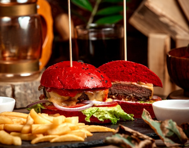 Cheeseburger with red bread and fries Free Photo