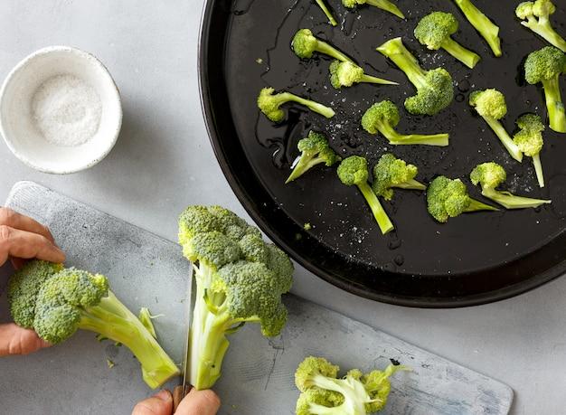 Chef cooks broccoli Premium Photo