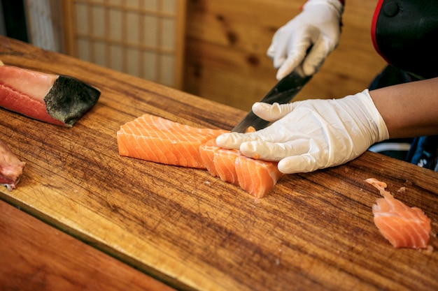 Chef cutting fresh salmon Premium Photo