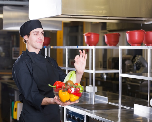 Chef with fruits and vegetables Free Photo