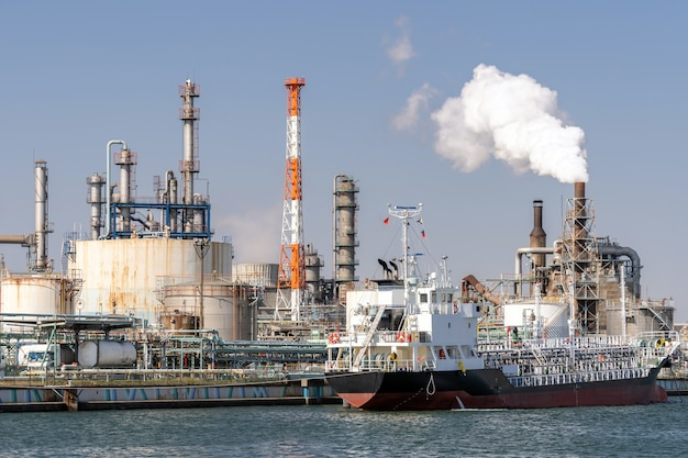 Chemical factory plant Premium Photo