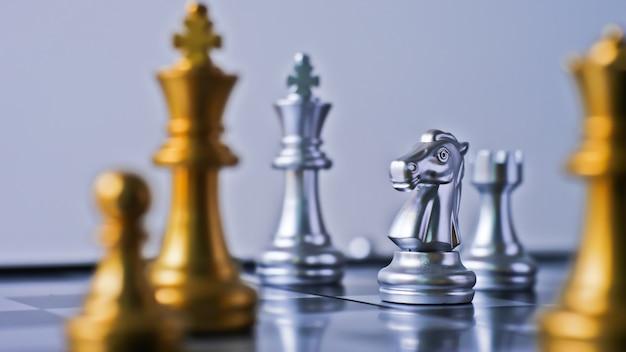 Игра шахматная битва конфронтация в конечной точке Premium Фотографии