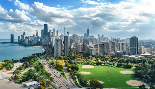 Chicago skyline aerial drone view from above, lake michigan and city of chicago downtown skyscrapers cityscape bird's view from park, illinois, usa Premium Photo