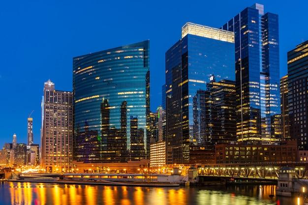 Chicago skylines wolf point Premium Photo