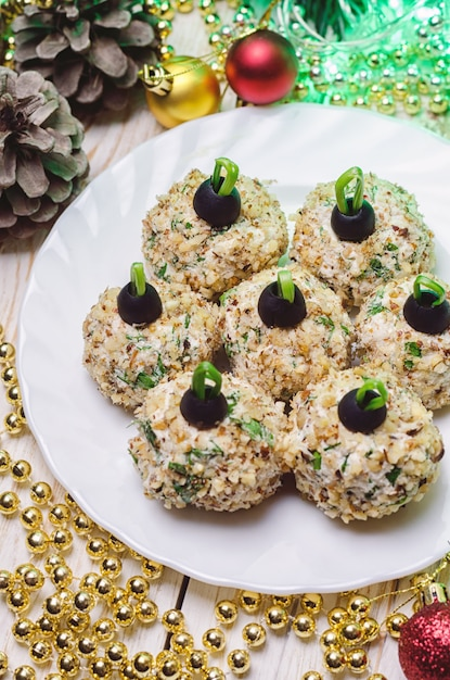 Chicken balls with philadelphia cheese and parsley, decorated like christmas balls. Premium Photo