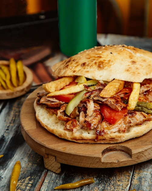Chicken doner with tomato french fries and pickled cucumber Free Photo