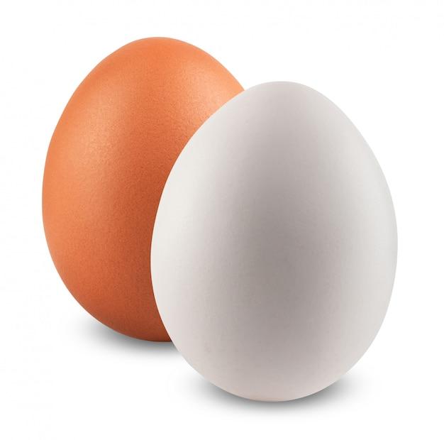 Куриные яйца, изолированные на белом фоне Premium Фотографии
