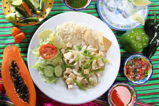 Chicken mojo de ajo garlic sauce mexican chili sauces Premium Photo