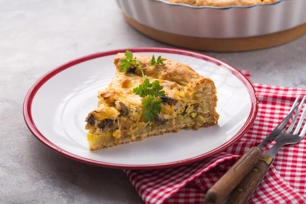 Chicken and mushroom tart slice with puff pastry crust Premium Photo
