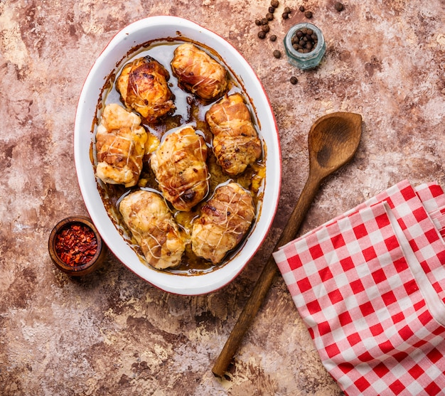 Chicken sausages with mushrooms Premium Photo