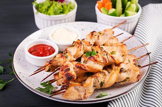 Chicken shish kebab. shashlik - grilled meat and fresh vegetables. Premium Photo