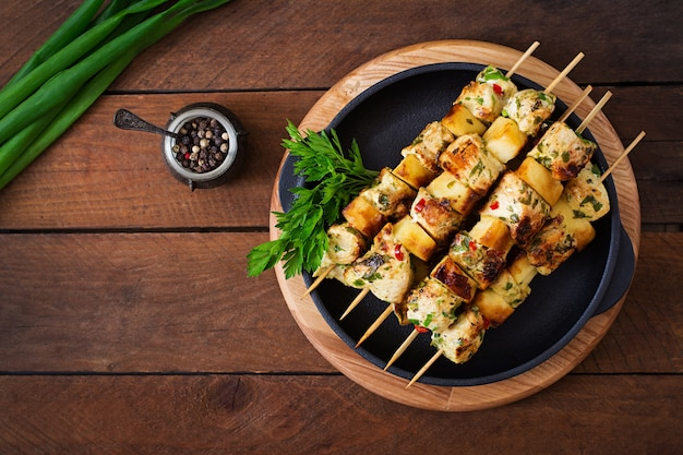 Chicken skewers with slices of apples and chili. top view Free Photo