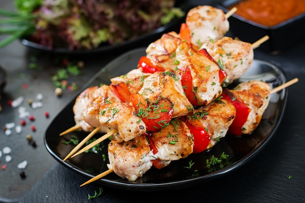 Chicken skewers with slices of sweet peppers and dill Free Photo