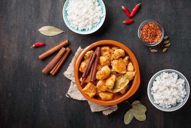 Chicken tikka masala. traditional indian dish Premium Photo