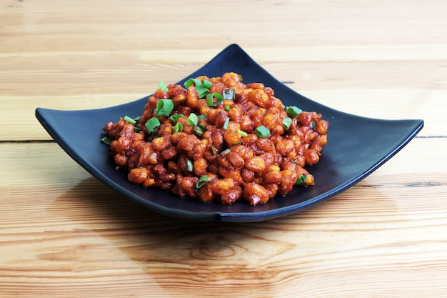 Chickpea chilli in wood table Premium Photo