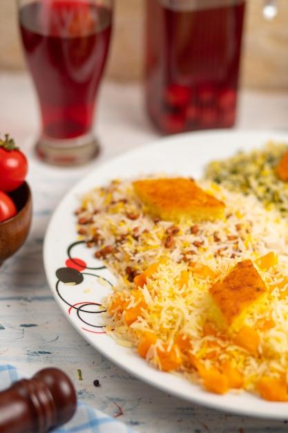 Chigirtma plov, rice garnish with vegetables and herbs Free Photo