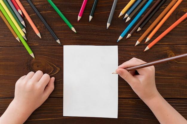 Детский рисунок красочными карандашами Бесплатные Фотографии