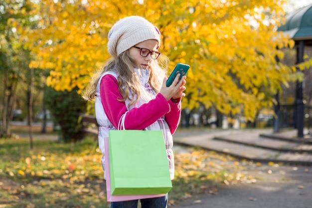 Child girl and autumn shopping Premium Photo