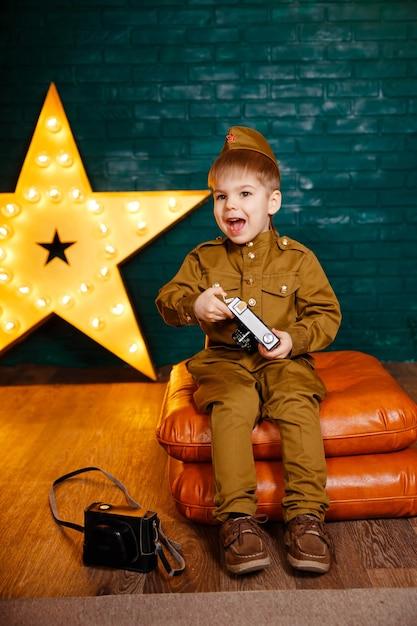 Детский военный корреспондент во время второй мировой войны Premium Фотографии