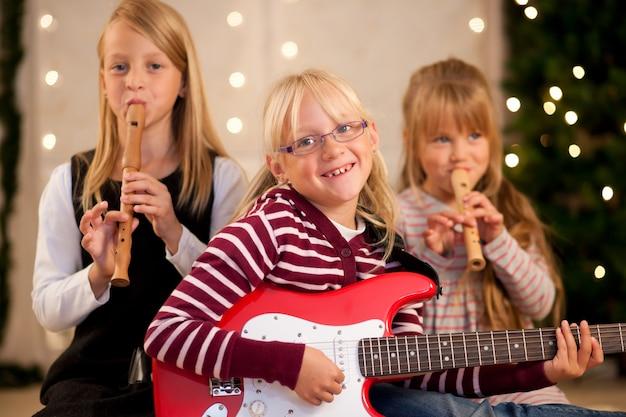 Children making music for christmas Premium Photo