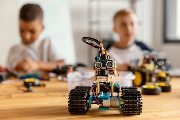Bambini che fanno robot Foto Gratuite