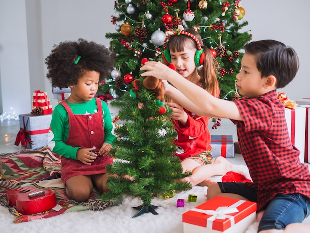 Children of many nationalities are celebrating christmas day Premium Photo