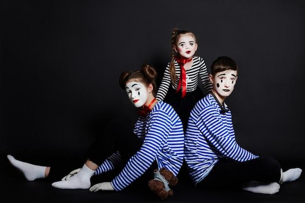 Children mime group photo, pantomime emotions Premium Photo