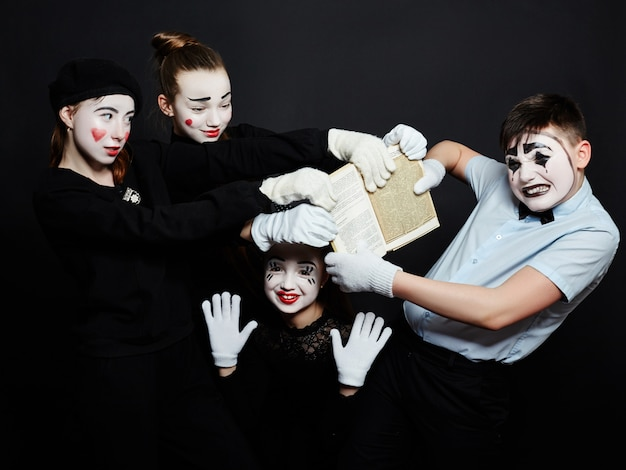Children mime group photo, pantomime makeup Premium Photo