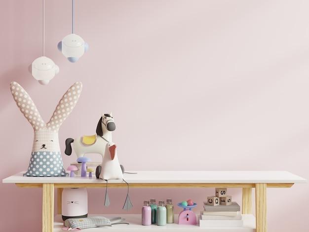 밝은 분홍색 벽에 어린이 방 프리미엄 사진