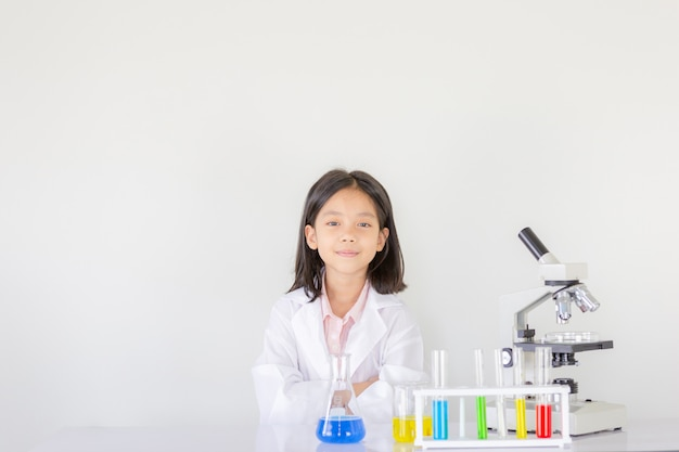 Children science , happy little girl playing doing chemical experiments at the laboratory Premium Photo