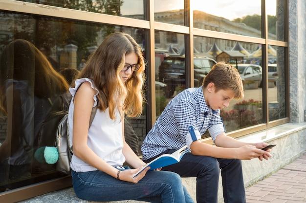 Children teenagers using smartphone. Premium Photo