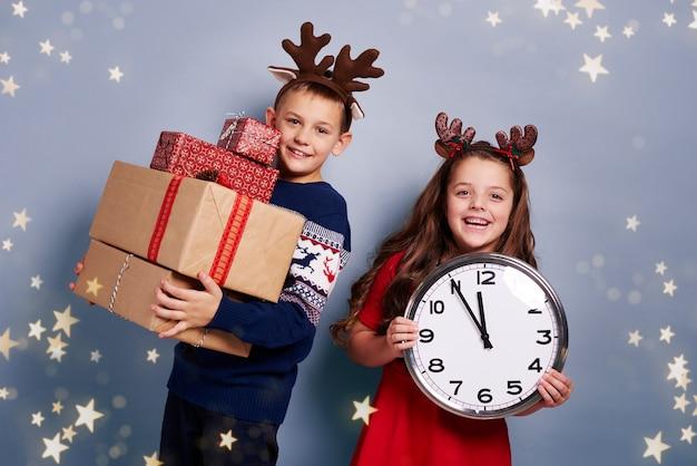 Дети ждут нового года и рождества Бесплатные Фотографии
