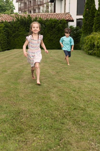 La corsa dei bambini Foto Gratuite