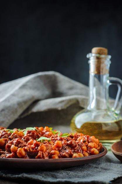 Chile with pork and chickpeas Premium Photo