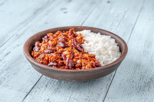 Chili con carne served with white long-grain rice Premium Photo