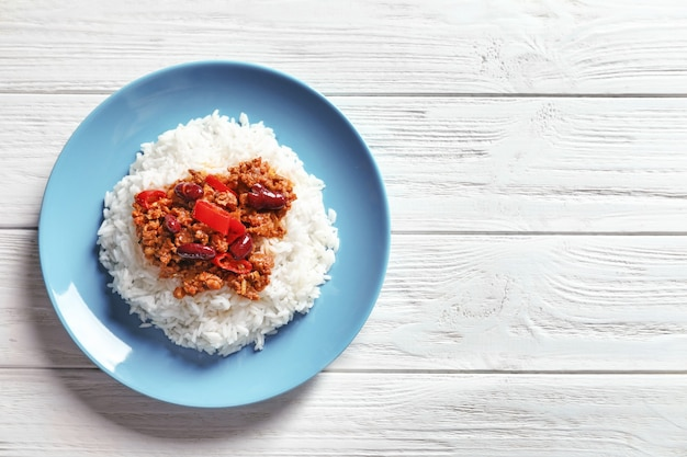 Chili con carne with rice on plate Premium Photo