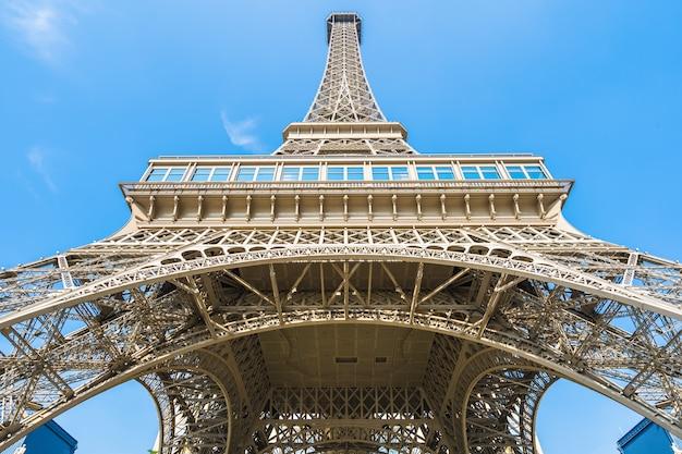 China, macau - september 10 2018 - beautiful eiffel tower landmark of parisian hotel and resort in m Free Photo