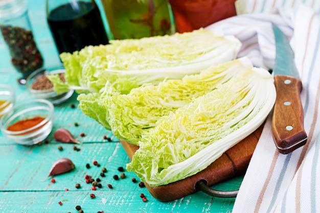배추. 김치 양배추 재료 준비. 한국 전통 요리. 무료 사진