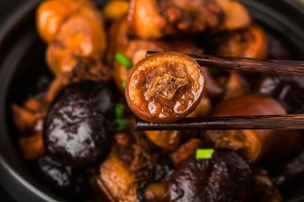 中華料理:栗の豚の尻尾の煮込み 無料写真