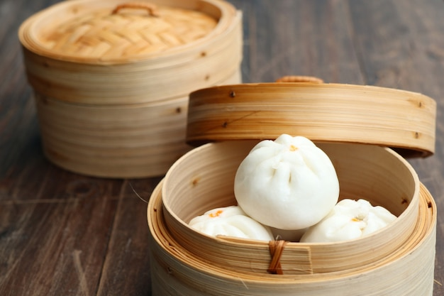 Chinese dumpling steamed buns Premium Photo