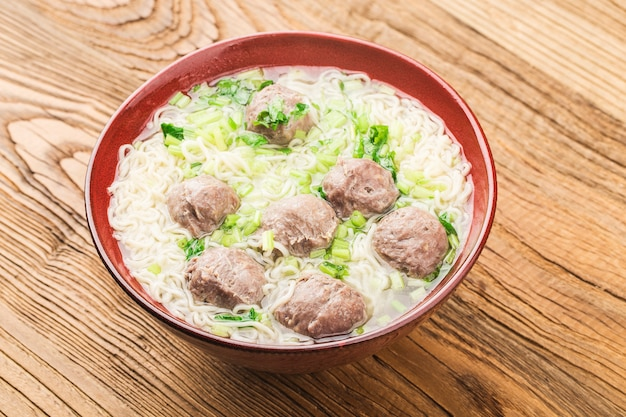 Chinese food:meatballs served with noodles, Free Photo