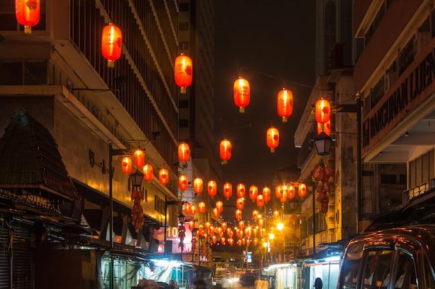 Китайский рынок с фонарями ночью Premium Фотографии